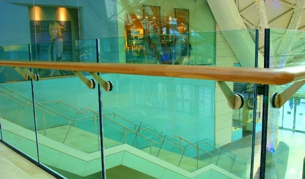 13.52 clear toughened laminated glass handrail