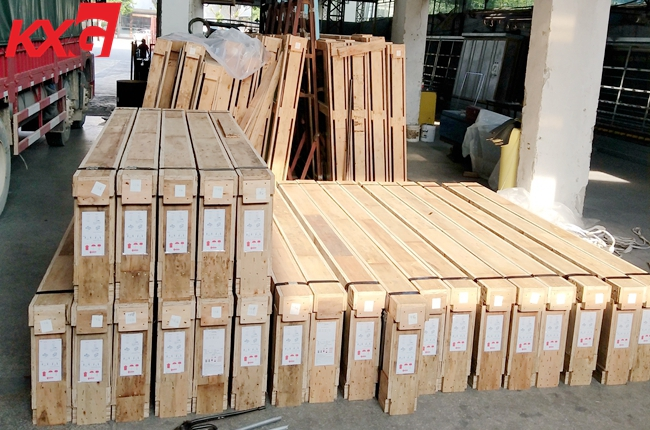 Plywood crates packing